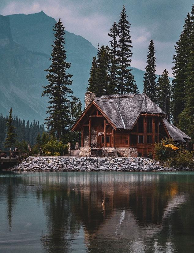 Kom närmare naturen med  egen stuga